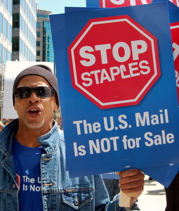 Postal Workers, Union Allies Protest USPS' Staples Privatization Scheme: